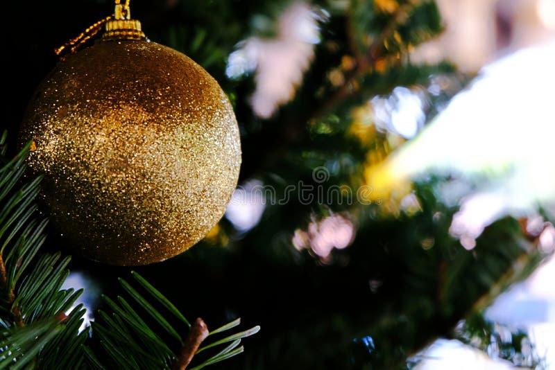 Abstrakt zamazujący choinki bokeh tło Nowego Roku Ce zdjęcia stock