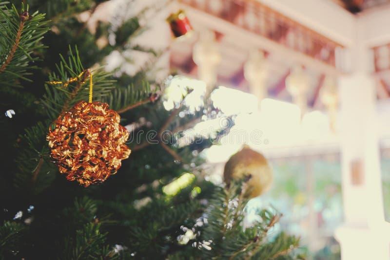 Abstrakt zamazujący choinki bokeh tło Nowego Roku Ce zdjęcie royalty free