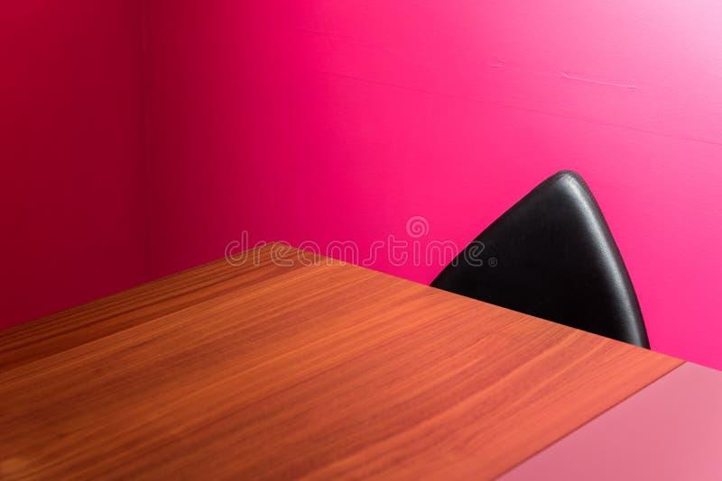 Abstrakta ściana, krzesło & biurko, zdjęcie royalty free
