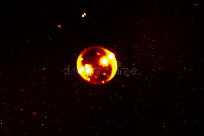 Abstrakta astronautyczny tło mydlany kolor żółty i czerwony kolor gulgocze z racą obrazy royalty free