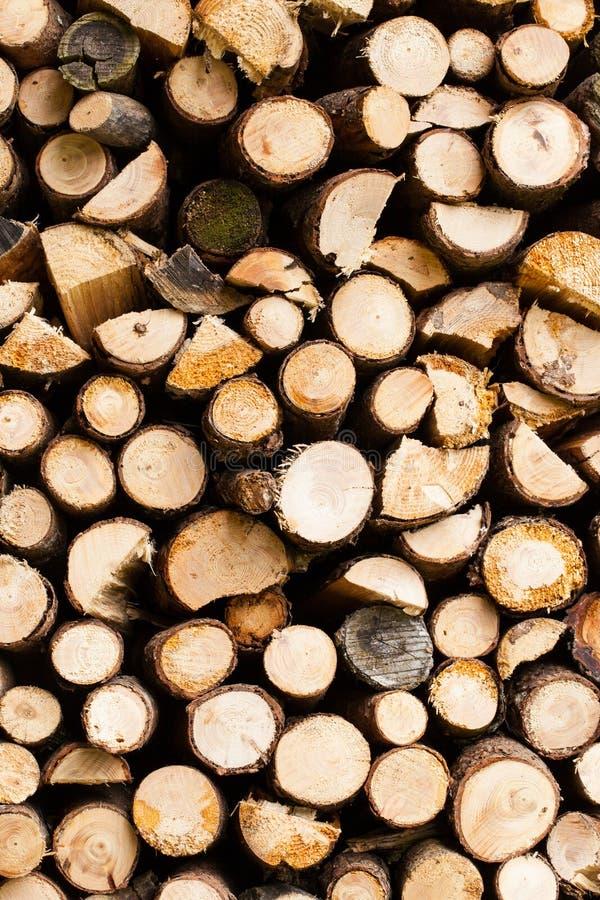 Abstrakta bakgrunder: enkel hög av trä arkivfoton