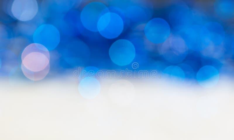 Abstrakta blått för bästa sikt för bakgrundsbokeh bottnar vit Bakgrund för jul och ferier royaltyfria foton