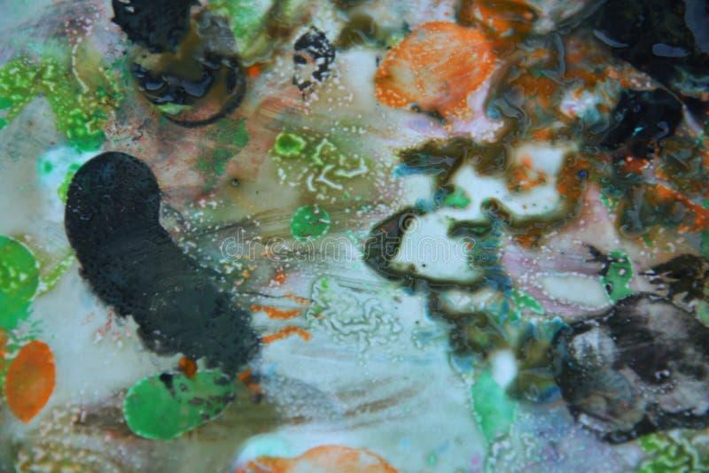 Abstrakta färger och toner för målarfärg för apelsinsvartblandning Abstrakta unika blöter målarfärgbakgrund Målningfläckar fotografering för bildbyråer