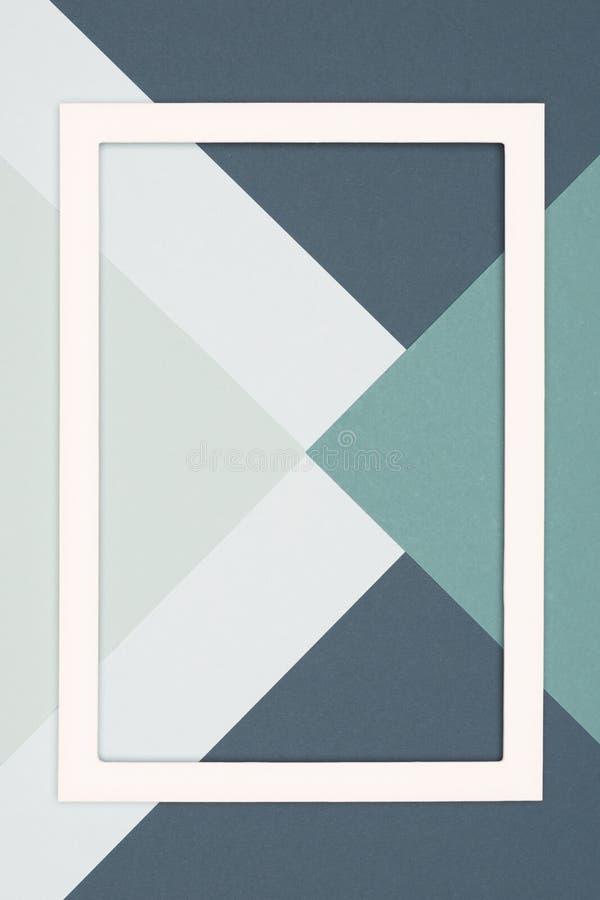 Abstrakta geometriska kalla grå färger och gräsplan färgad framlänges lekmanna- pappers- bakgrund Minimalismmall med den tomma bi royaltyfri illustrationer