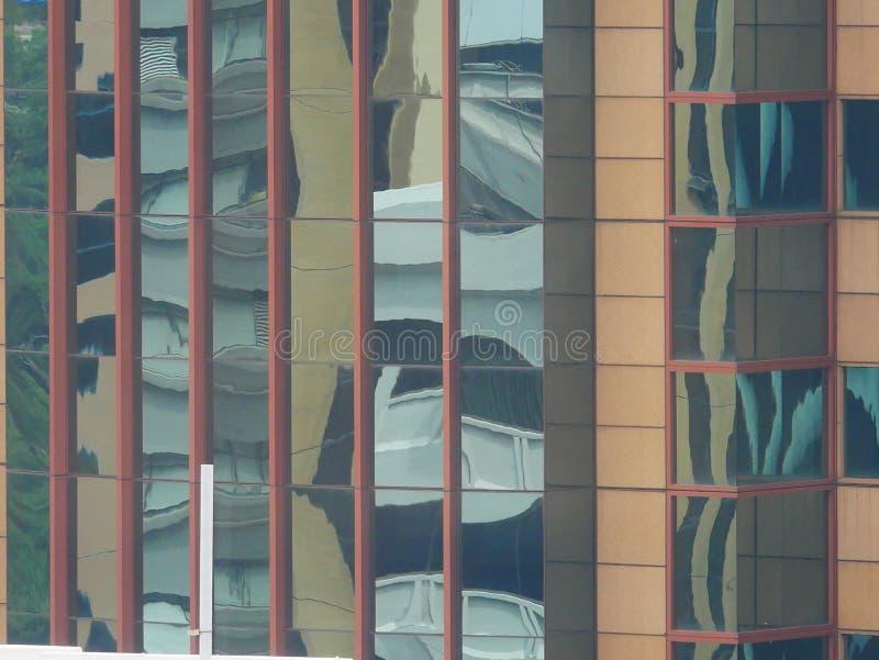 Abstrakta reflexioner av byggnader arkivbild