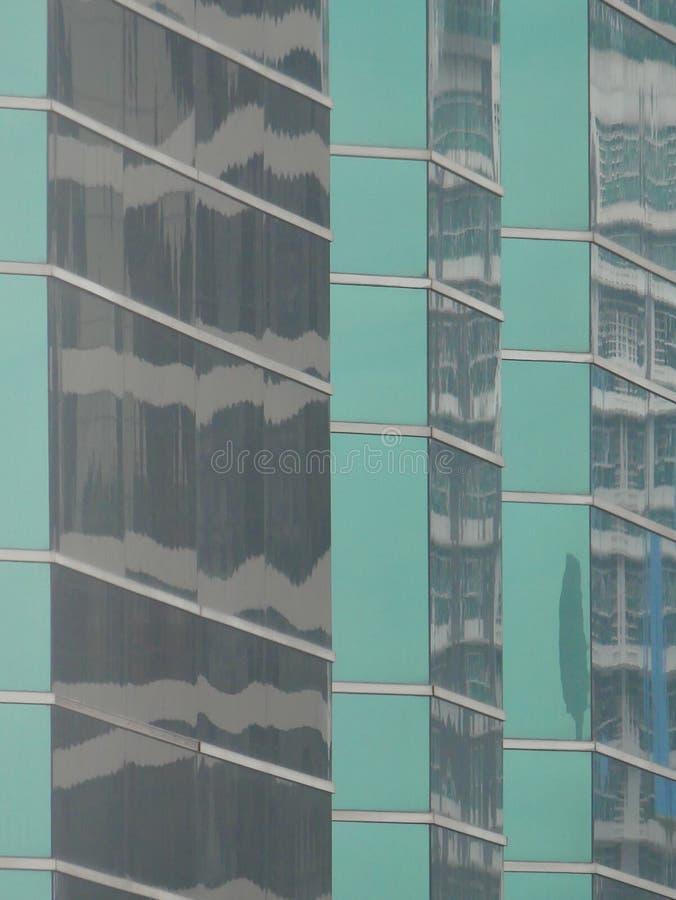 Abstrakta reflexioner av byggnader arkivfoto
