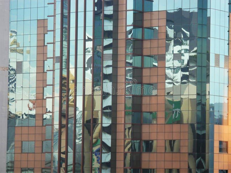 Abstrakta reflexioner av byggnader fotografering för bildbyråer
