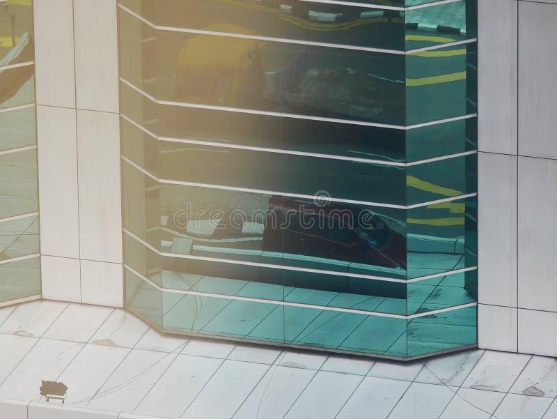 Abstrakta reflexioner av byggnader arkivfoton