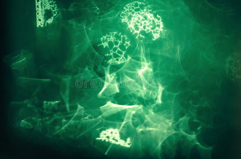 Abstrakta typer av condensaten på fönstret precis som utrymme royaltyfri foto