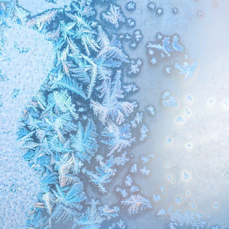 Abstrakta vinterfrostmodeller på fönstret, festlig bakgrund, cl royaltyfria bilder