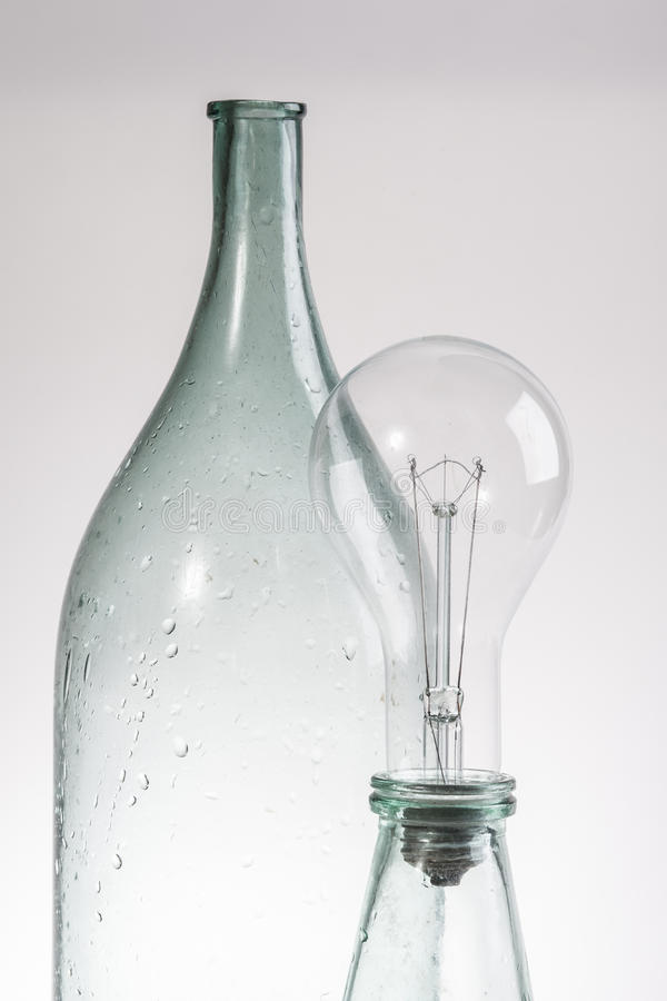 Abstrakta wciąż życia rocznika jasna szklana butelka i lampa zdjęcie royalty free
