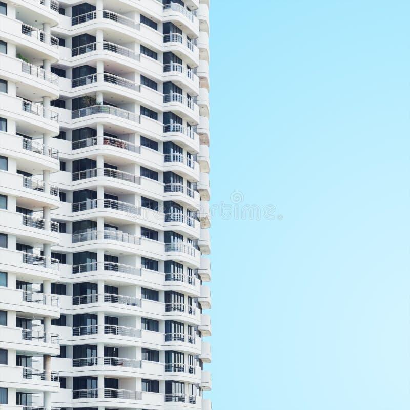 Abstrakte Architekturdetails des modernen Turmgebäudes lizenzfreie stockbilder