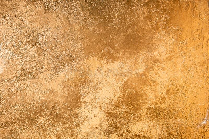 Abstrakte Goldbeschaffenheit Wand gefärbt mit goldenem Gips lizenzfreie stockfotografie