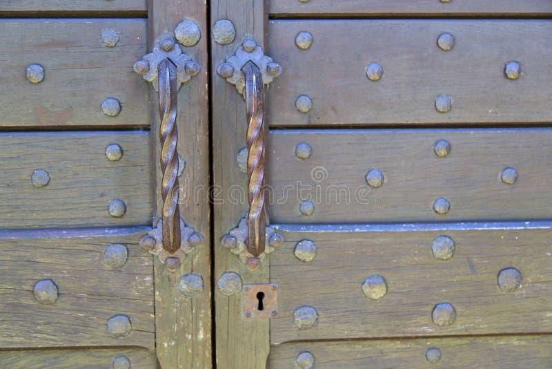 abstrakte Haustür im alten geschlossenen Na Mailands stockbild