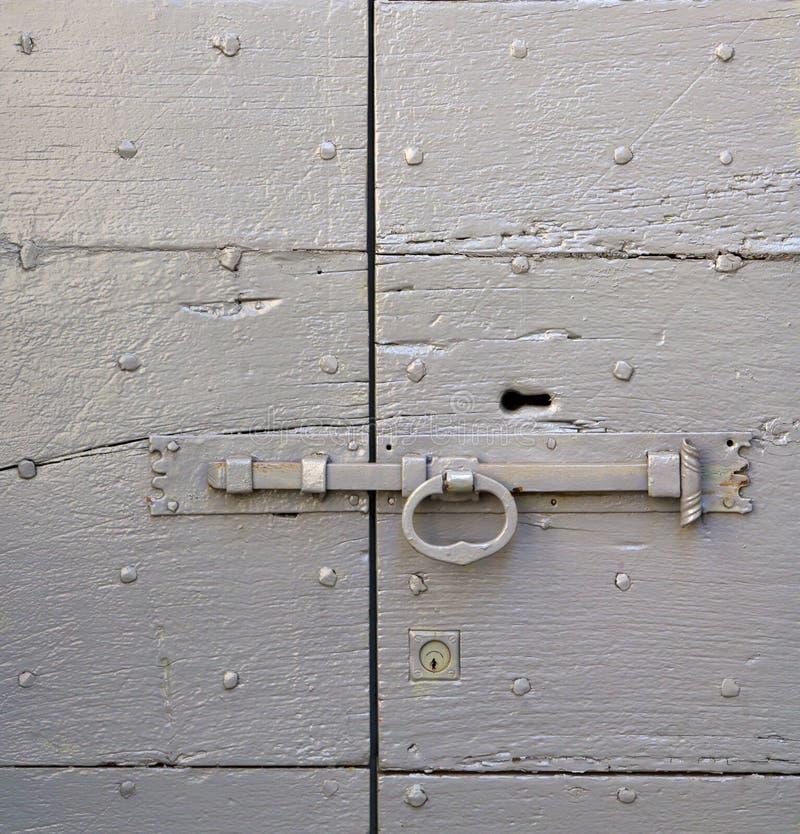 abstrakte Haustür in Italien   geschlossenes rostiges lizenzfreies stockfoto