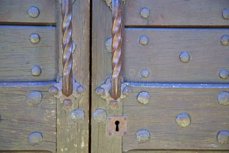 Abstrakte Haustür in Italien Lombardei   geschlossenes n lizenzfreie stockfotos