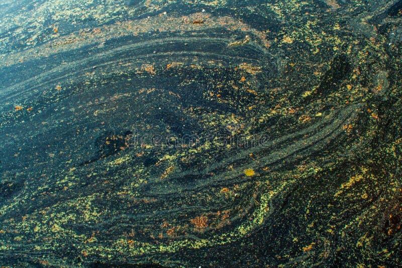 Abstrakte Hintergrundmuster des Blütenstaubs wischen im grünen Wasser ab stockfotos