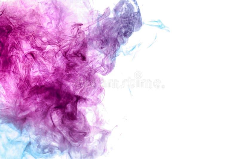 Abstrakte Kunst farbiges Blau und rosa Rauch auf schwarzem lokalisiertem Hintergrund lizenzfreie stockbilder