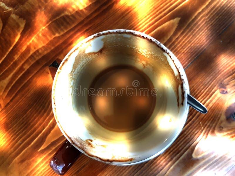 Abstrakte leere Kaffeetasse stockbild