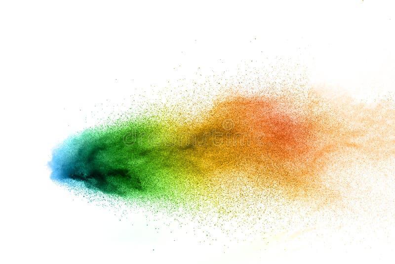 Abstrakte mehrfarbige Pulverexplosion auf wei?em Hintergrund Bunter Staub explodieren Gemaltes Holi-Pulverfestival stock abbildung