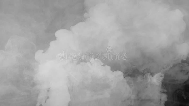 Abstrakte Rauchdampfverschiebung auf einem schwarzen Hintergrund Das Konzept der Aromatherapie stockfoto