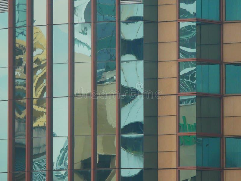 Abstrakte Reflexionen von Gebäuden stockbilder