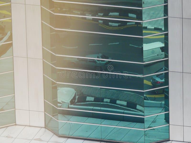 Abstrakte Reflexionen von Gebäuden stockbild