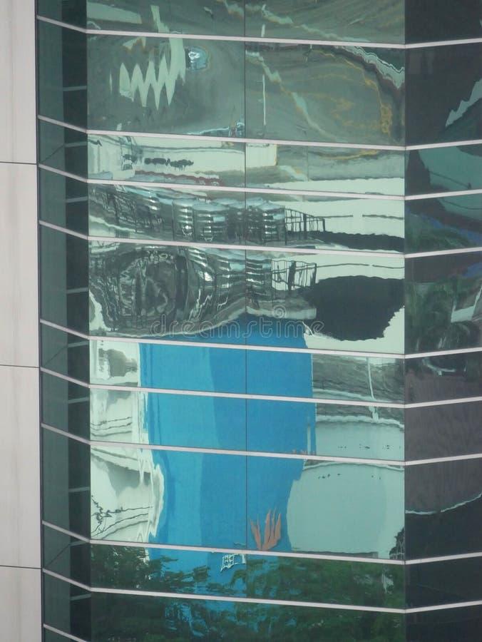 Abstrakte Reflexionen von Gebäuden lizenzfreies stockbild