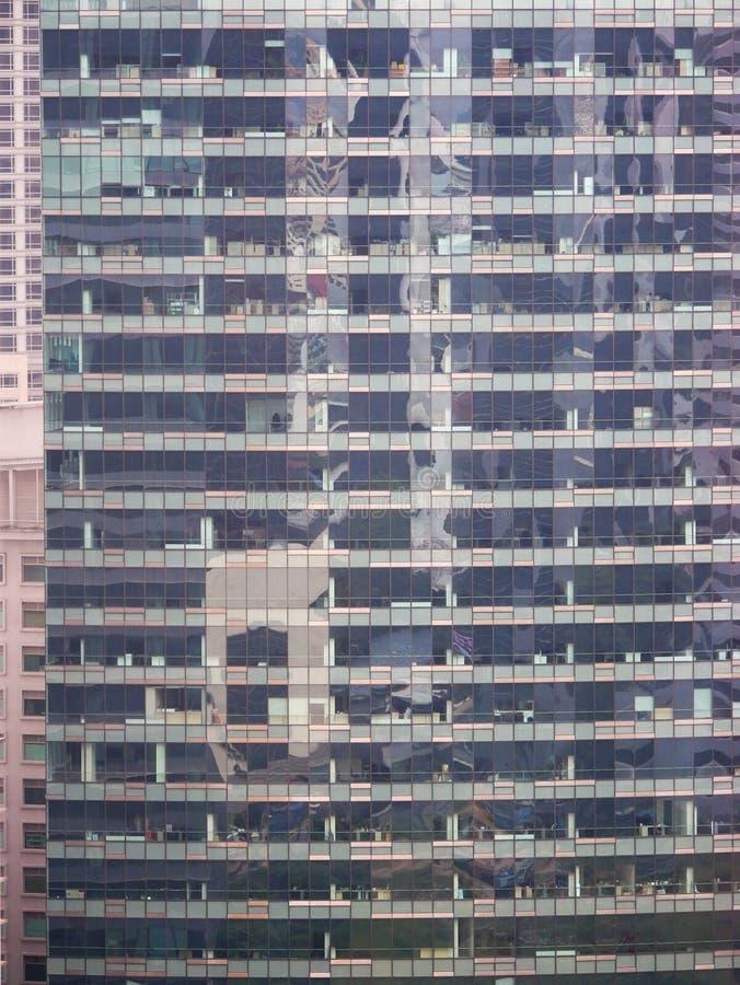 Abstrakte Reflexionen von Gebäuden stockfotografie