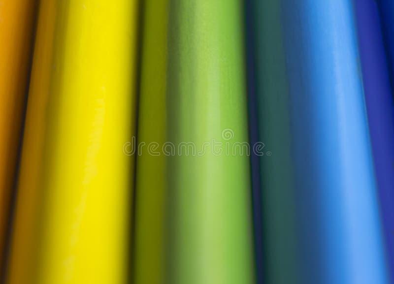 Abstrakte Regenbogencollage von farbigen hölzernen Bleistiften lizenzfreies stockbild