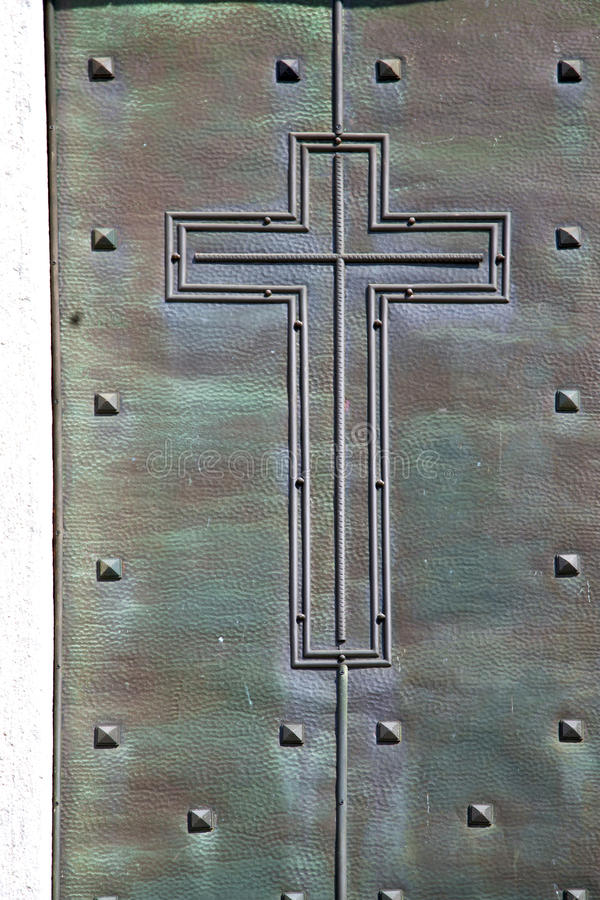 Abstrakte rostige Messingkirche Sumirago schloss hölzernes Italien-lomba lizenzfreie stockfotos