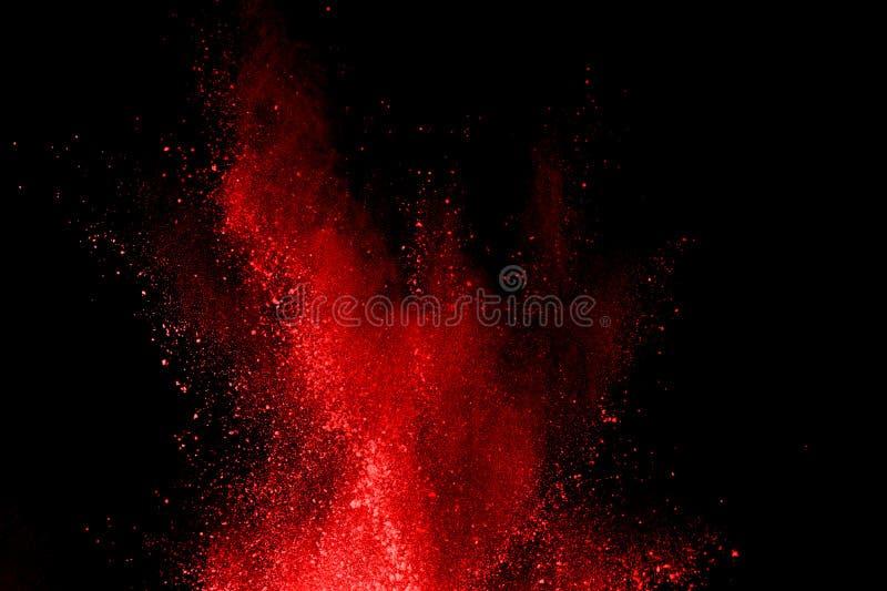 Abstrakte rote Pulverexplosion auf schwarzem Hintergrund Abstraktes rotes Pulver splatted auf schwarzem Hintergrund Frostbewegung stockbilder