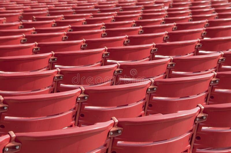 Abstrakte rote Stühle stockbilder