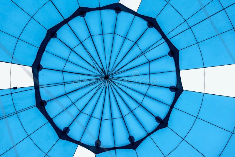 Abstrakte schöne Beschaffenheit der geometrischen Oberfläche der Heißluftballonnahaufnahme Helle blaue Farben Hintergrund für hel stockbilder