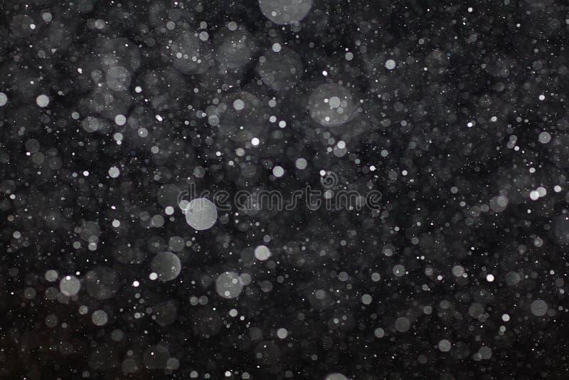Abstrakte schwarze weiße Schneebeschaffenheit auf schwarzem Hintergrund lizenzfreie stockfotografie