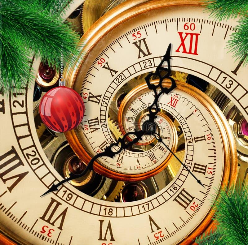 Abstrakte Uhr des neuen Jahres mit rotem Verzierungsball auf grünem Weihnachtsbaumhintergrund Zeit Karte des guten Rutsch ins Neu stockfotografie