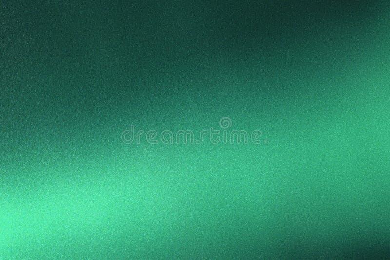 Abstrakter Beschaffenheitshintergrund, helles Glänzen auf rauem dunkelgrünem metallischem lizenzfreie abbildung