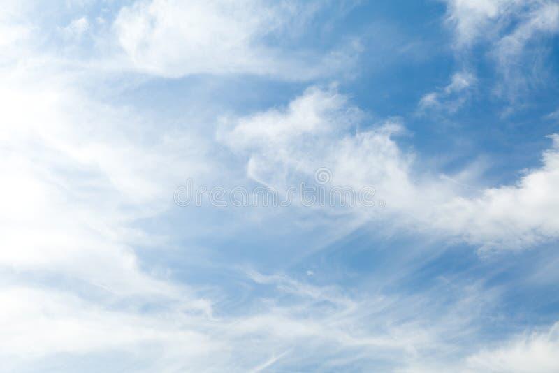 Abstrakter blauer Himmel, Atmosphärenlufthintergrund lizenzfreie stockfotografie