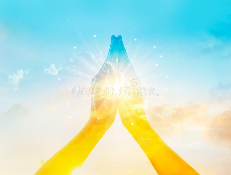 Abstrakter bunter Respekt und betet auf Himmelhintergrund lizenzfreie stockfotos