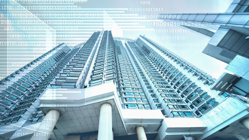 Abstrakter digitaler Geschäftshintergrund der digitalen Zeichenüberlagerung mit Wolkenkratzer im Konzept des Immobiliengeschäfts  lizenzfreie stockfotografie