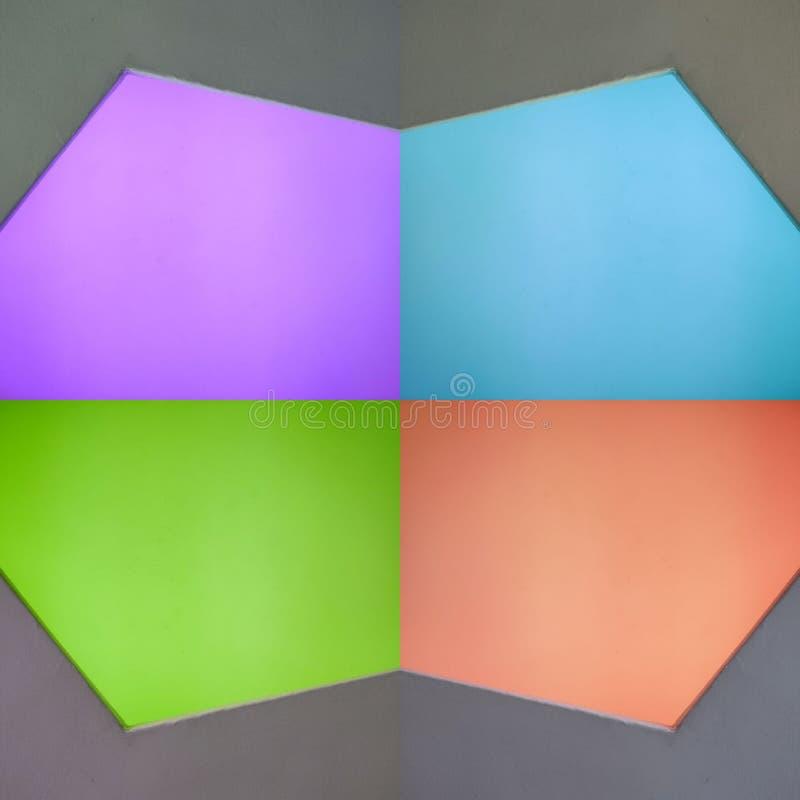 abstrakter Entwurf mit geometrischen Zahlen in Purpurrotem, in Grünem, in Blauem und in Orange mit grauem Hintergrund, Hintergrun lizenzfreie abbildung