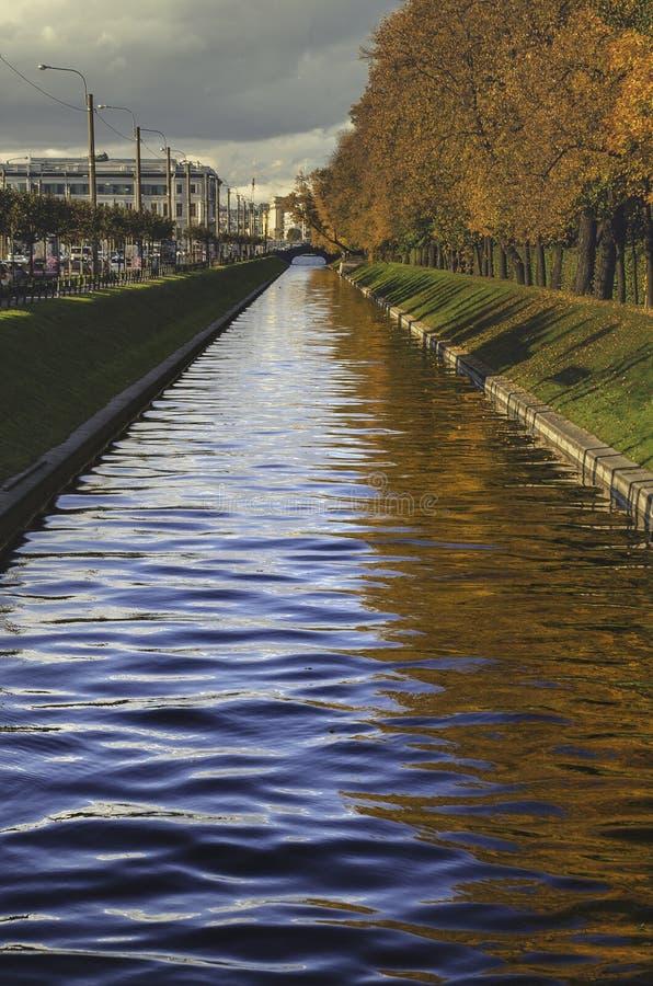 abstrakter Fluss 60208247 lizenzfreies stockbild