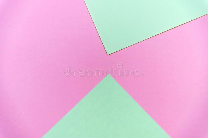 Abstrakter geometrischer flacher gelegter Pastellhintergrund des gr?nen und rosa Pastellfarbpapiers stockfotografie