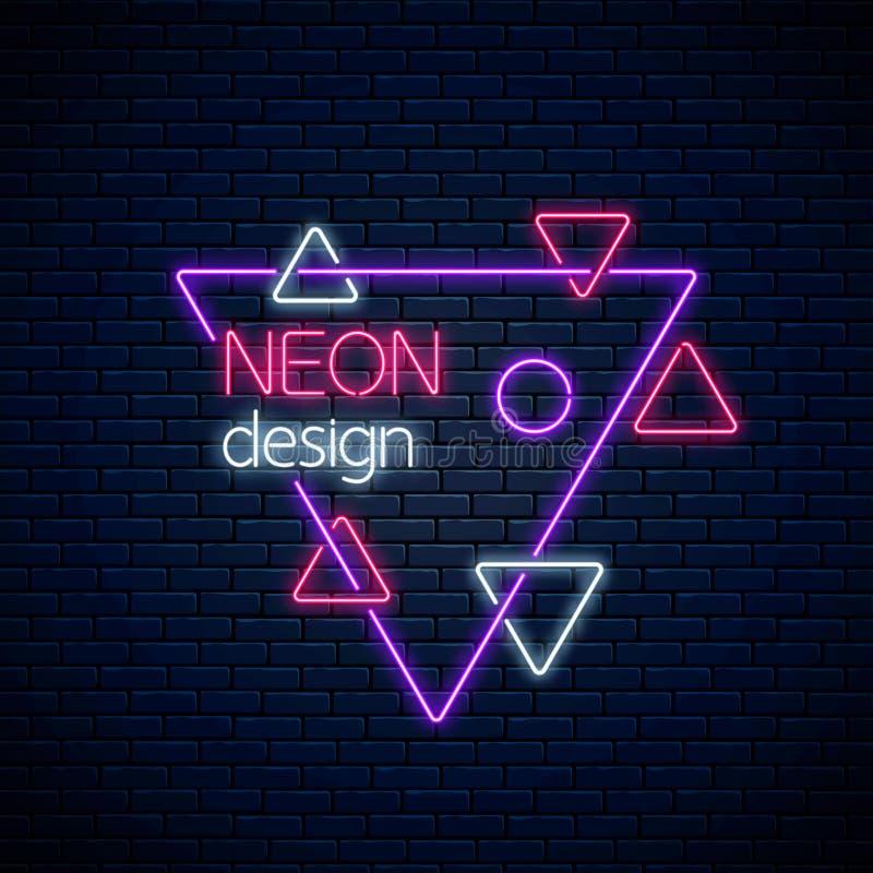 Abstrakter gl?hender Neonentwurf auf dunklem Backsteinmauerhintergrund Geometrischer Hintergrund mit Dreiecken in der Neonart lizenzfreie abbildung