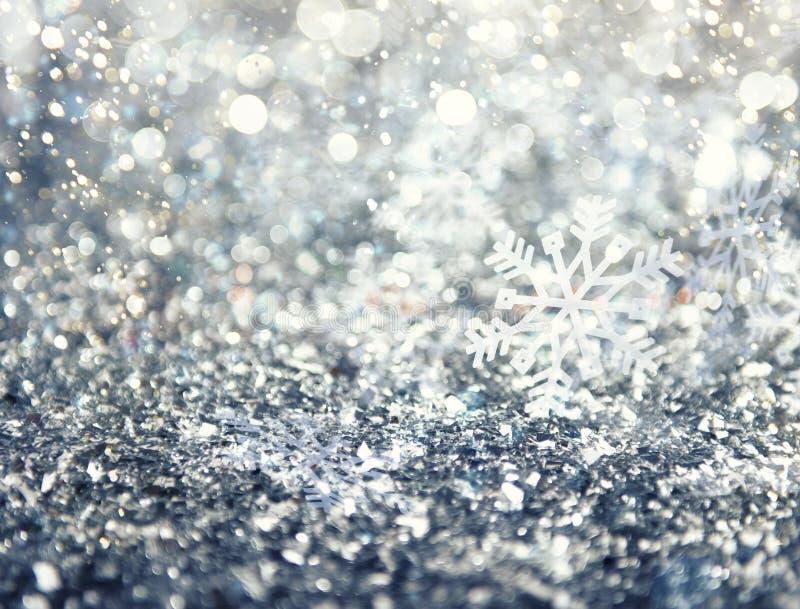 Abstrakter glühender Weihnachtsblauer Hintergrund mit Schneeflocken lizenzfreies stockbild
