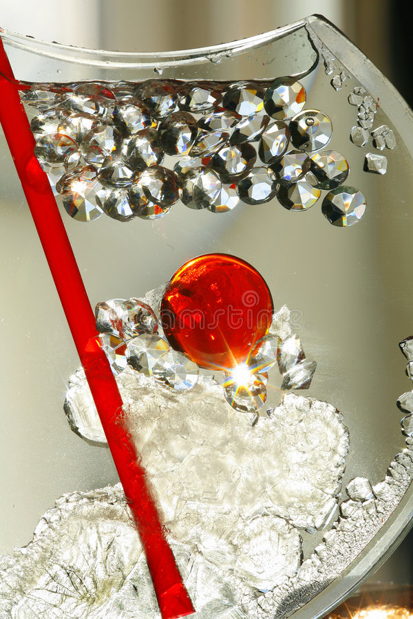Abstrakter Glasvase u. Kristalle lizenzfreie stockbilder