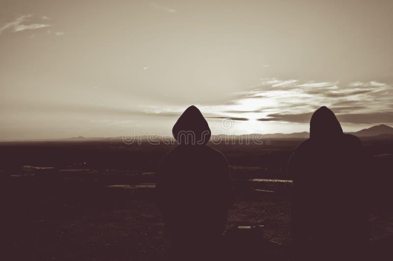 abstrakter Hintergrund 3d Schöner Sonnenuntergang und Leute auf dem Berg stockfotos