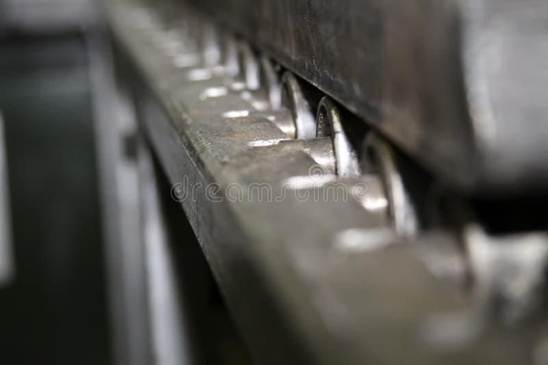 Abstrakter Hintergrund des Metalls Rollen in der Perspektive wiederholend stockfotos