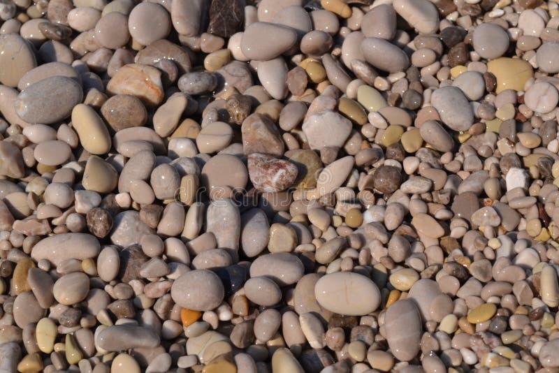 Abstrakter Hintergrund mit Kieseln - runde Seesteine stockfoto