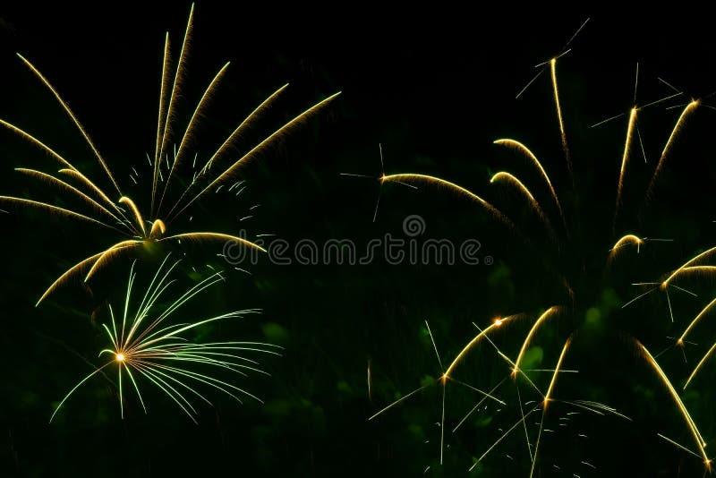 Abstrakter Hintergrund mit schönen grünen Feuerwerken, Feiertagshintergrund, ästhetischem und Unterhaltung beabsichtigt, Kunst Fü stockbilder
